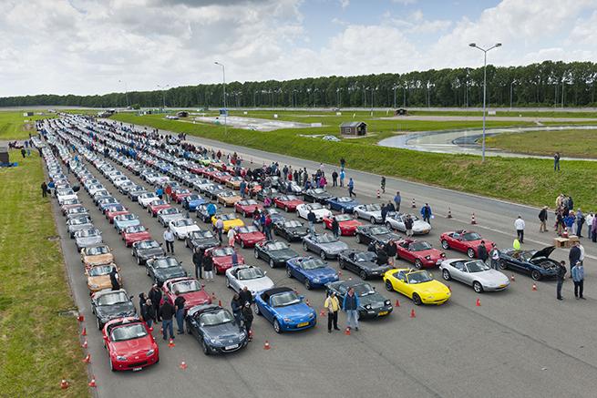 Rassemblement record de la Mazda MX-5 au Pays-Bas