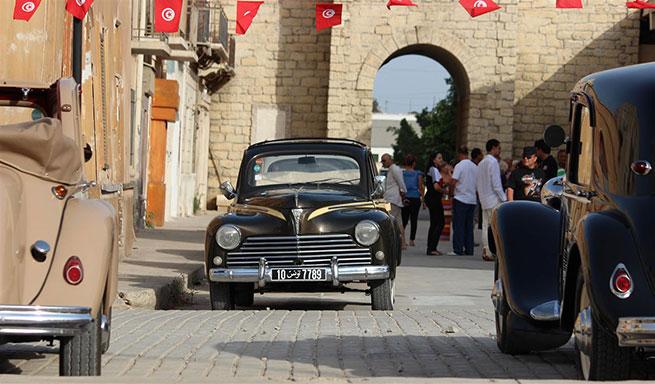 Les voitures historiques au Carthago Film Studio