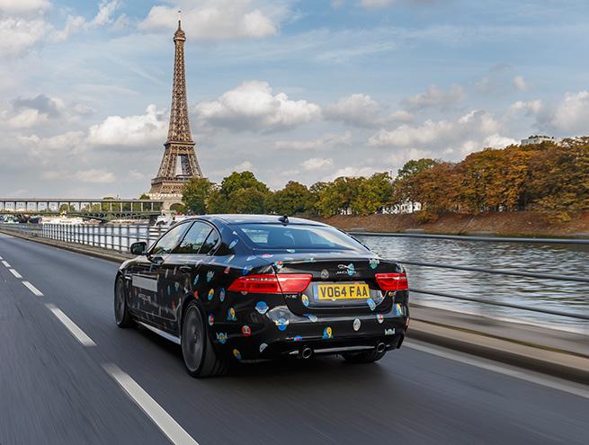 Stella McCartney et la nouvelle Jaguar XE à Paris