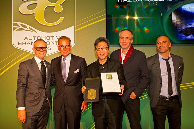 Les designers de Mazda reçoivent le prix « Team of the Year »