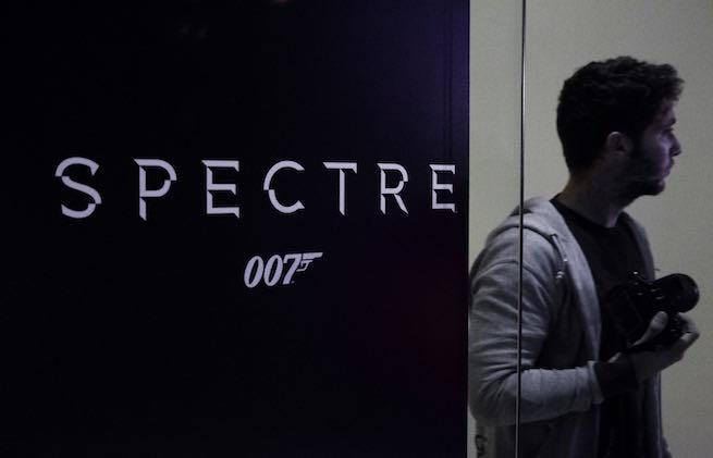Projection de SPECTRE par Alpha International