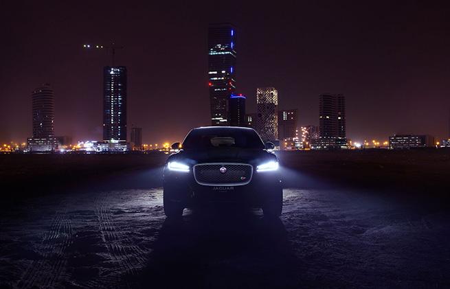 LANCEMENT SPECTACULAIRE DE LA F-PACE AU BURJ KHALIFA DE DUBAI