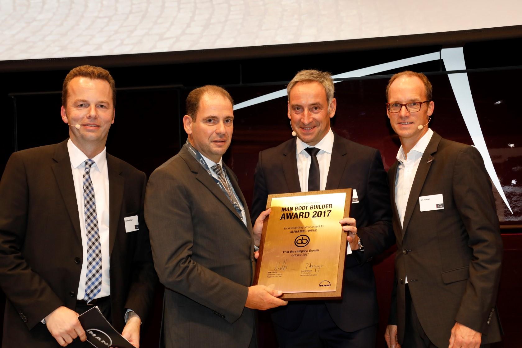 BusWorld 2017: Alpha Bus reçoit le Prix du meilleur carrossier bus MAN