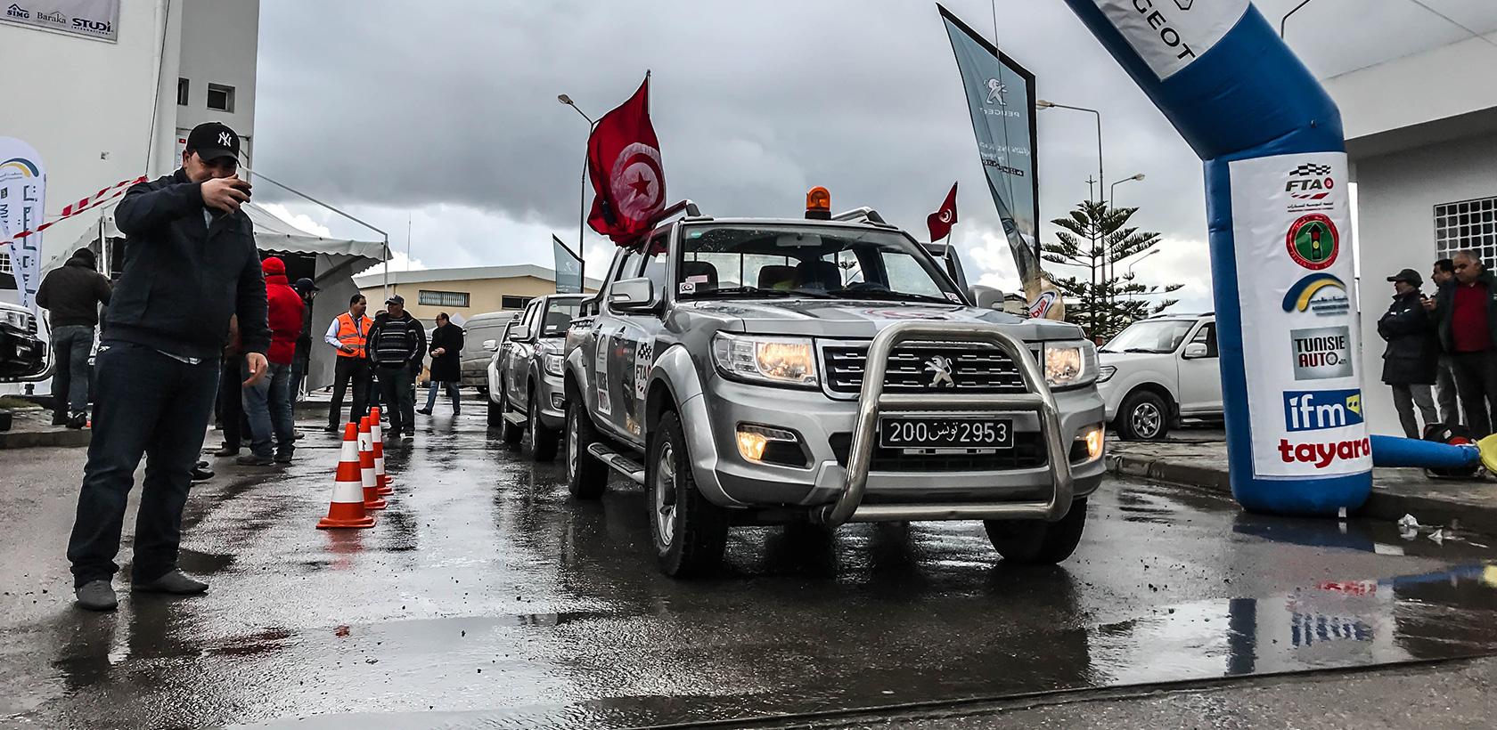 Départ du Rallye de régularité Peugeot Pickup