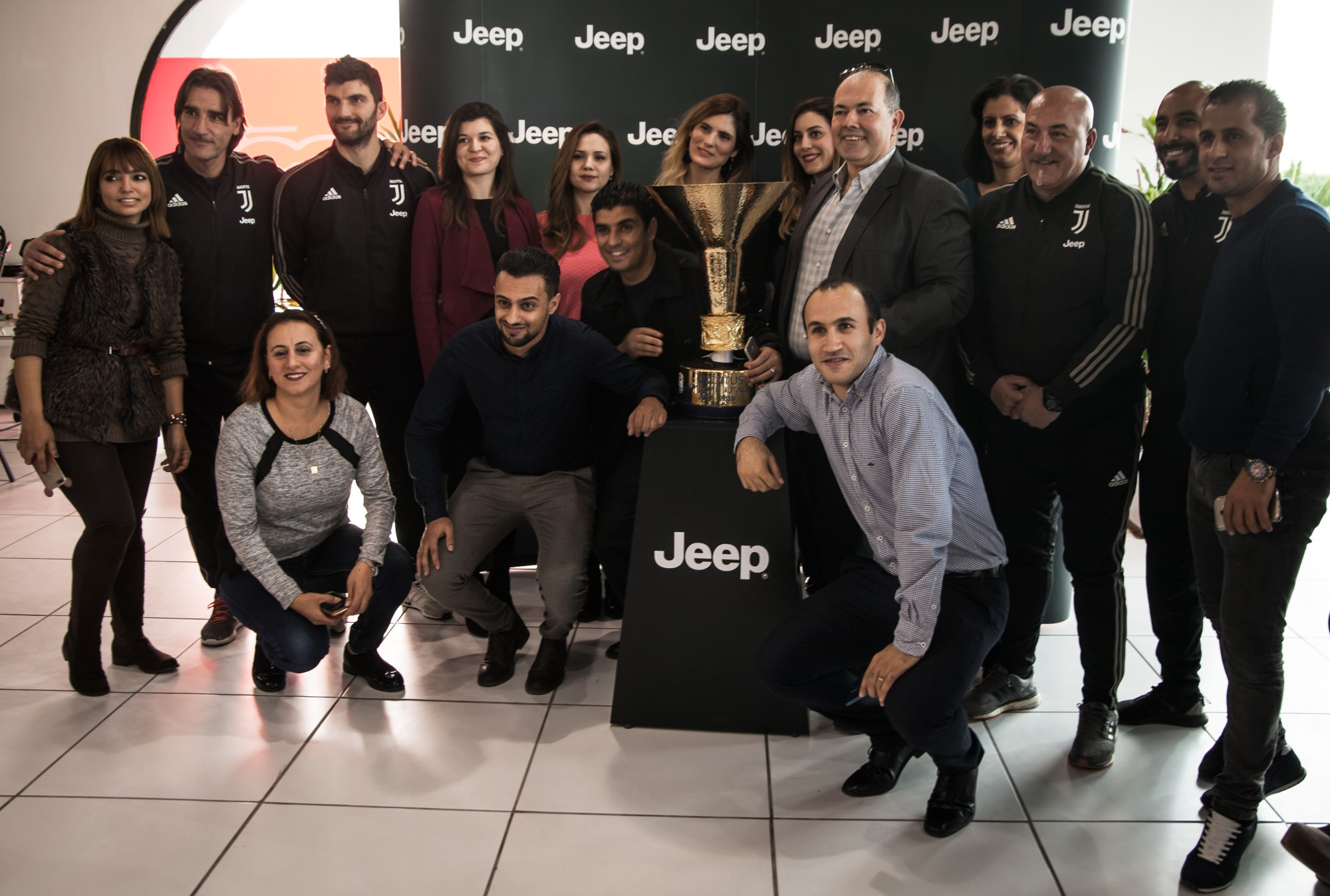Jeep reçoit le Scudetto à son showroom du Lac