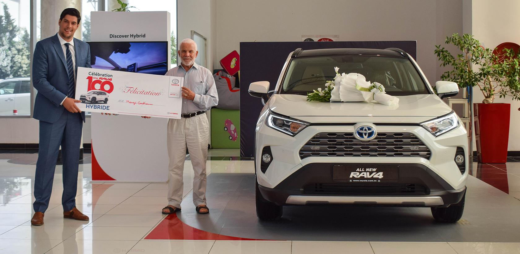Toyota RAV4 Hybride, BSB célèbre la vente de sa centième unité