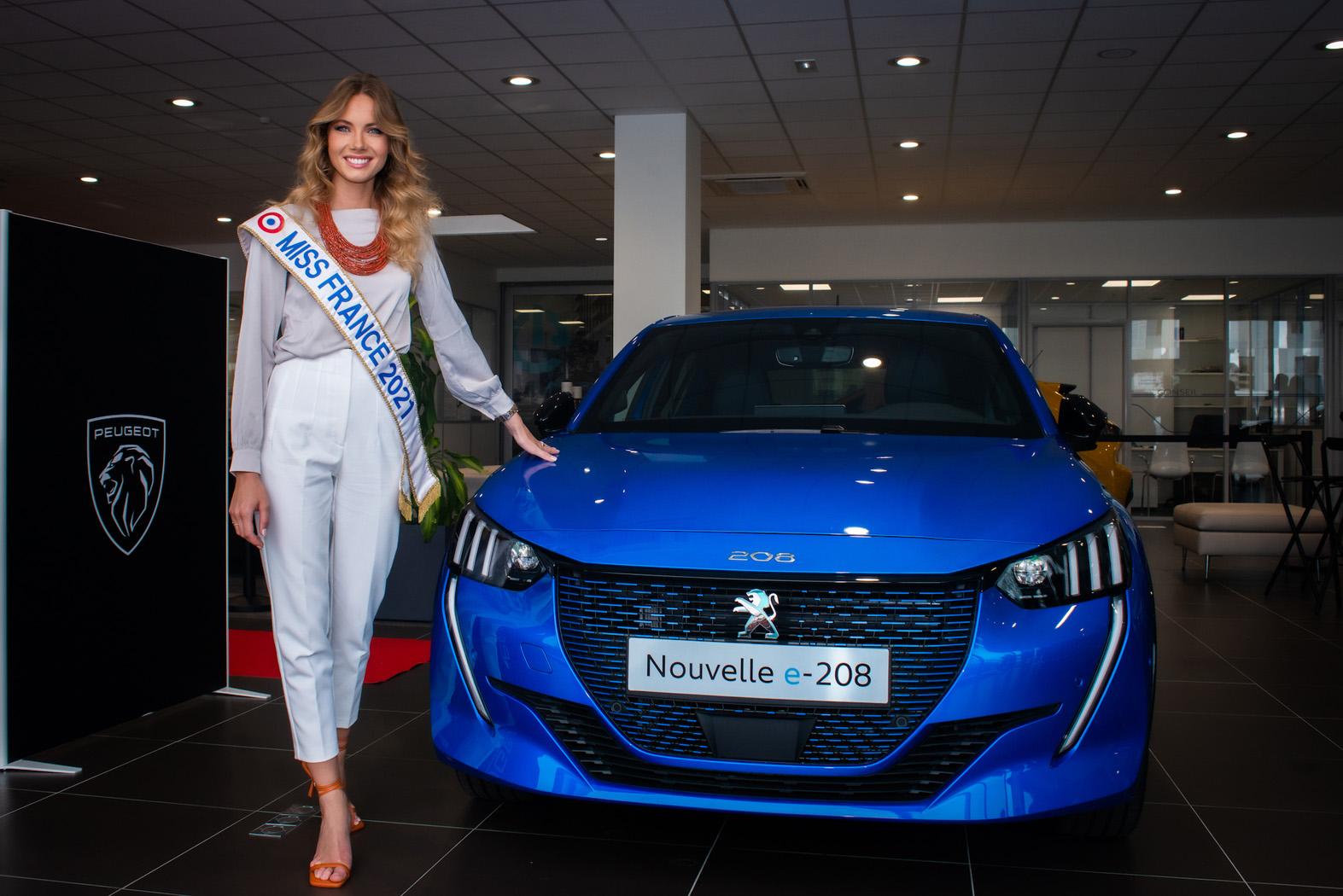 Miss France roule en PEUGEOT e-208